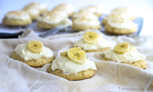 Cookies on white linen frosted and topped with sliced bananas