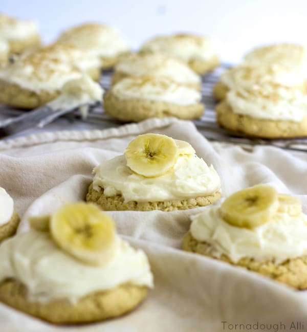 Banana Cream Lofthouse Style Cookies topped with bananas