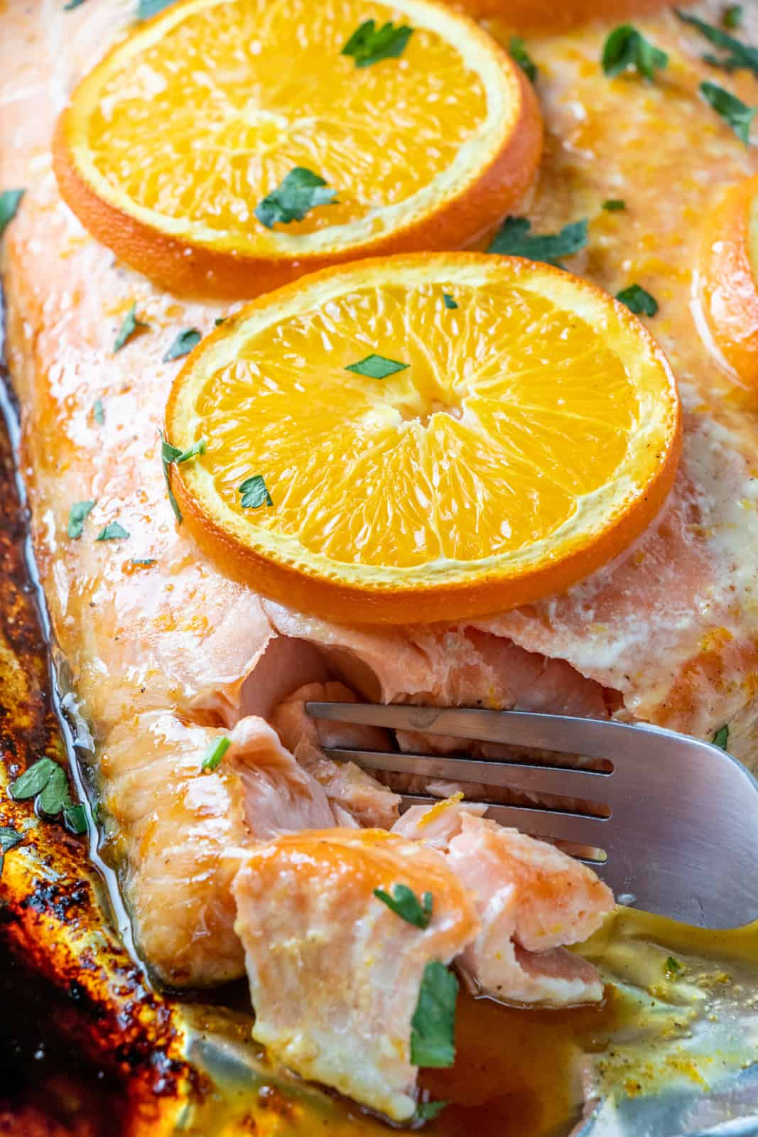 Fork flaking off salmon pieces