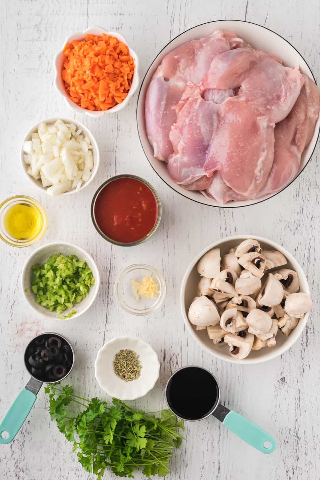 Ingredients needed to make Slow Cooker Chicken Cacciatore